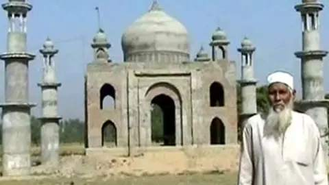 This laborer made Taj Mahal in memory of his wife, tears will come from eye