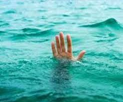 When returned from Mumbai, the family and in-laws did not give entry, the troubled young man jumped into the Ganges and gave his life.