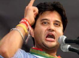 सिंधिया ने अपने ट्विटर से 'भाजपा हटाया,पिछली बार महाराज ने 'कांग्रेस' हटाकर छोड़ी थी पार्टी
