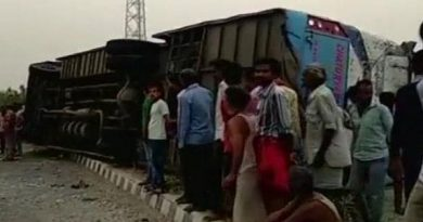 Bus overturned in UP, 35 people injured