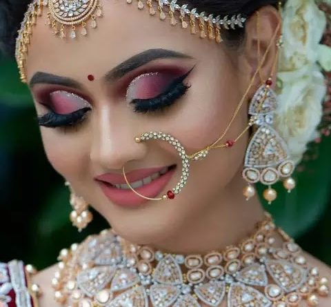 This jewelry will become the crown of bride's beauty