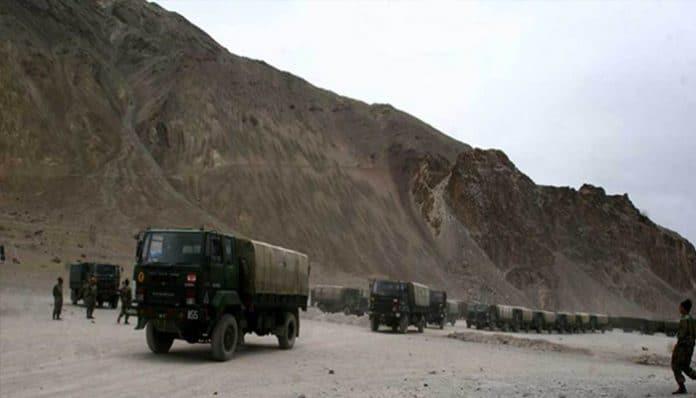 चीनी सीमा के पास हवाई पट्टी बना रहा है भारत, बोफोर्स तोप भी तैनात!