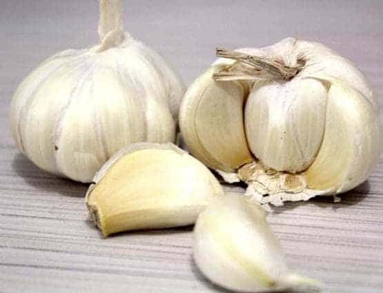 Learn some easy ways to peel garlic, don't waste time now