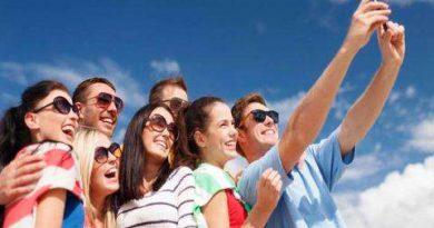 स्मार्टफोन का सेल्फी कैमरा उल्टी तस्वीर क्यों लेता है? जानिए