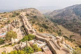 भारत की सबसे लंबी दीवार कौन सी है ?