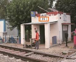 रेलवे फाटक पर तैनात गेटमैन को कैसे पता चलता है कि ट्रेन आने वाली है ताकि वह फाटक बंद कर सके? जानिए