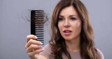 जानिए अचानक बाल झड़ने के कारण और उपाय