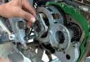 गाड़ी को ब्रेक लगाते समय क्लिच दबाने के क्या नुकसान हैं? जानिए