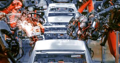 देश की सबसे बड़ी कार कंपनी पर पड़ा कोरोना का असर