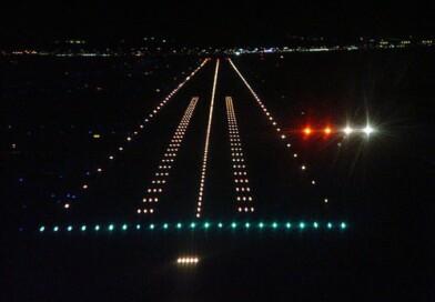 पायलट रात में हवाई जहाज कैसे उतारते हैं? जानिए